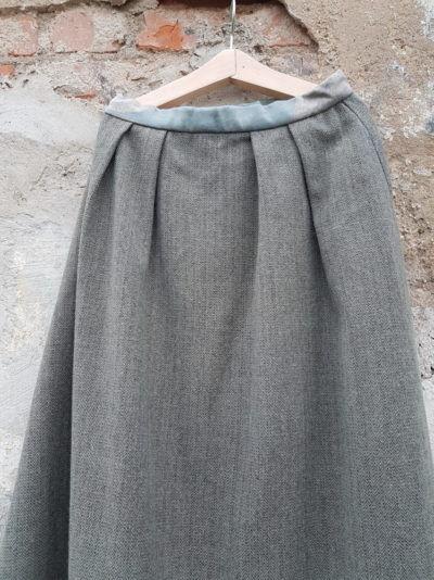 серая шерстяная юбка