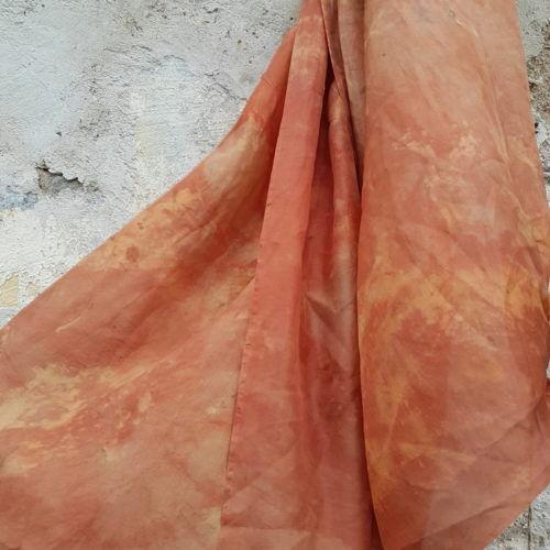 шарф из шелка оранжевый окрашен растениями